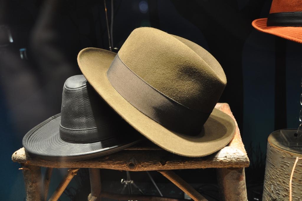 Deux chapeaux E. Motsch