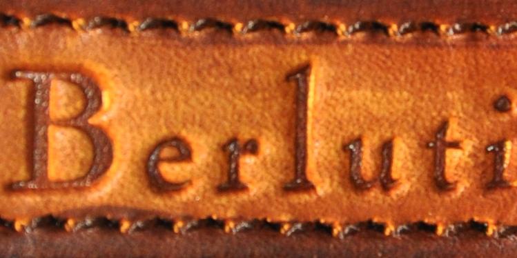 La police caractéristique du logo Berluti