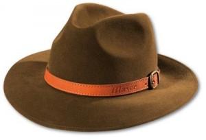 Un élégant chapeau de chasse en feutre de la marque Blaser