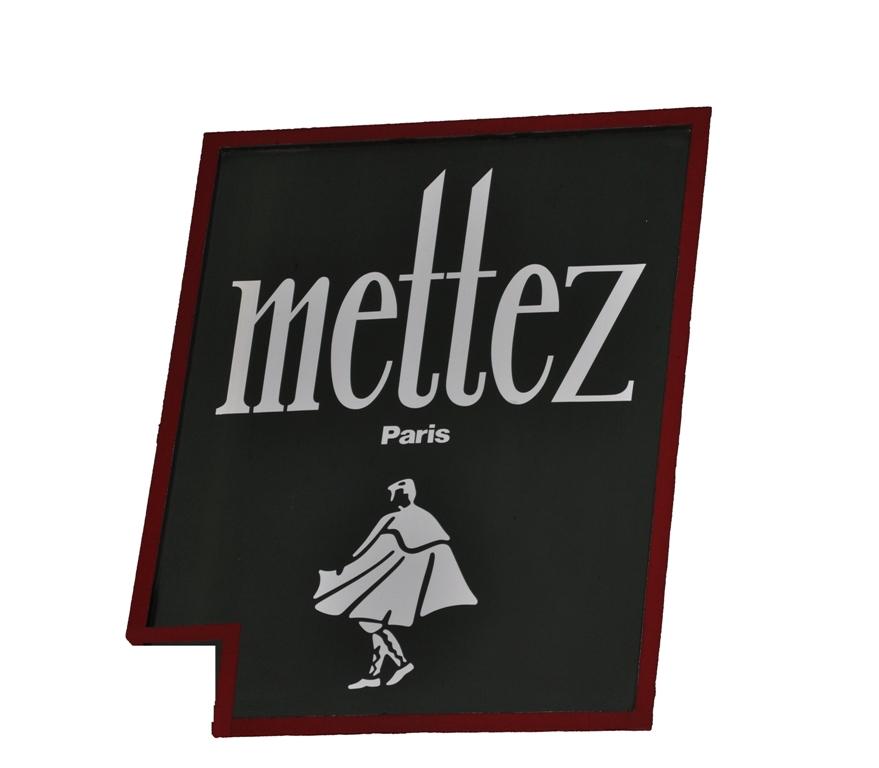 L'élégant pardessus de l'enseigne Mettez