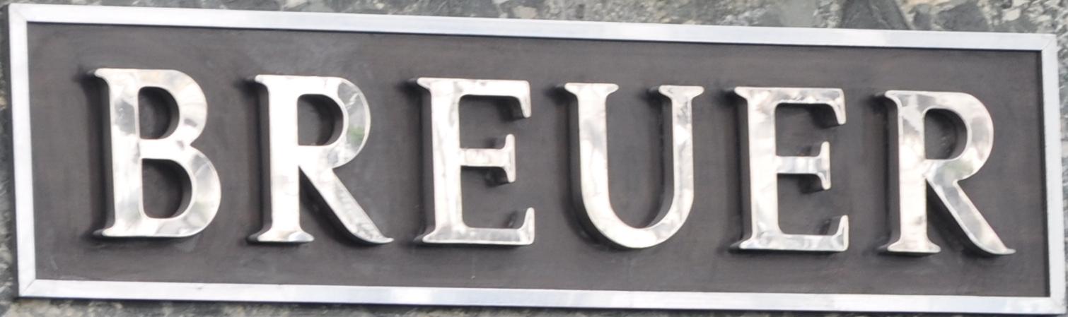 L'enseigne de Breuer rue de la Paix à Paris