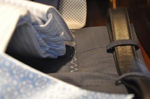 Le plaisir des poches de pantalons encore cousues