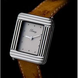 Une montre Poiray à l'ingénieux système fixation de bracelet