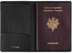Un étui pour passeport en cuir de fabriqué par Dupont S.T.