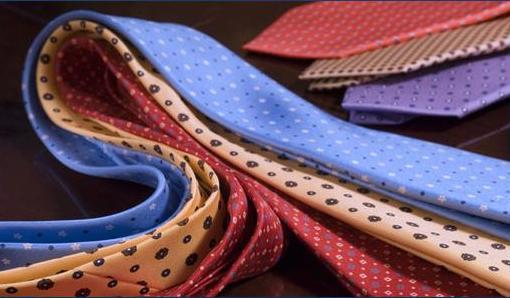 Des cravates Marinella à motifs imprimés.