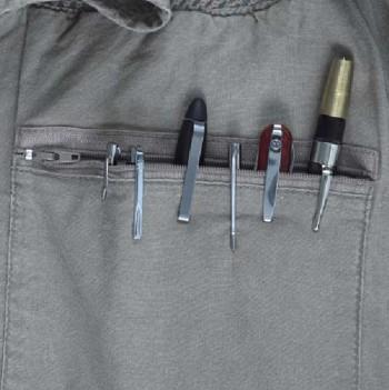 Les poches de chemises sont peut-être fort utiles à Mc Gyver, mais pour vous, elle n'est sans doute pas nécessaire.