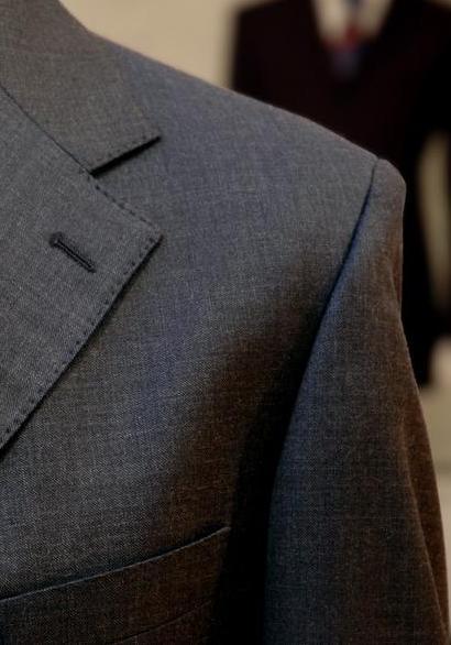 Un costume gris chiné fil-à-fil