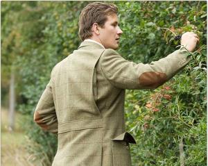 Une veste de chasse en tweed de chez Cordings