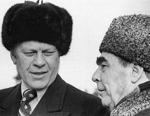 Ford et Brejnev en chapka de fourrure respectivement de rat musqué et d'astrakan