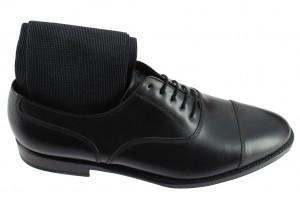 Assortir chaussettes chaussures noires