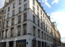 L'immeuble d'angle qui abrite la boutique Colette : rien de remarquable hormis l'emplacement, qui doit désormais faire saliver dans le Landerneau du commerce de détail.