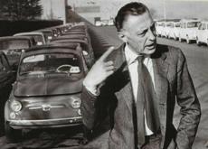 Contrairement à son petit-fils Lapo Elkann, Gianni Agnelli reste, quinze ans après sa mort, une icône de la sprezzatura, et la preuve qu'elle se conjugue aussi bien avec le business suit qu'avec le valpolicella.