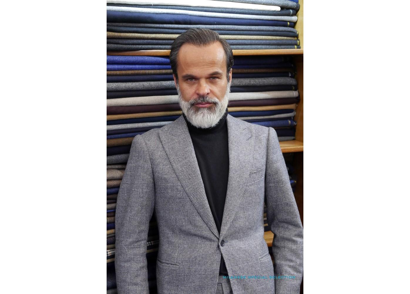 Là encore, un peu comme de celui de Philippe Noiret, je ne suis pas fanatique du style de Lorenzo Cifonelli, mais il fait partie des très rares créateurs de mode qui aient vraiment bon goût.