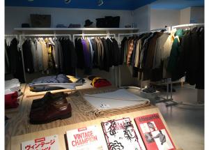 Ambiance un rien galerie d'art dans la boutique de la rue Chardon-Lagache.
