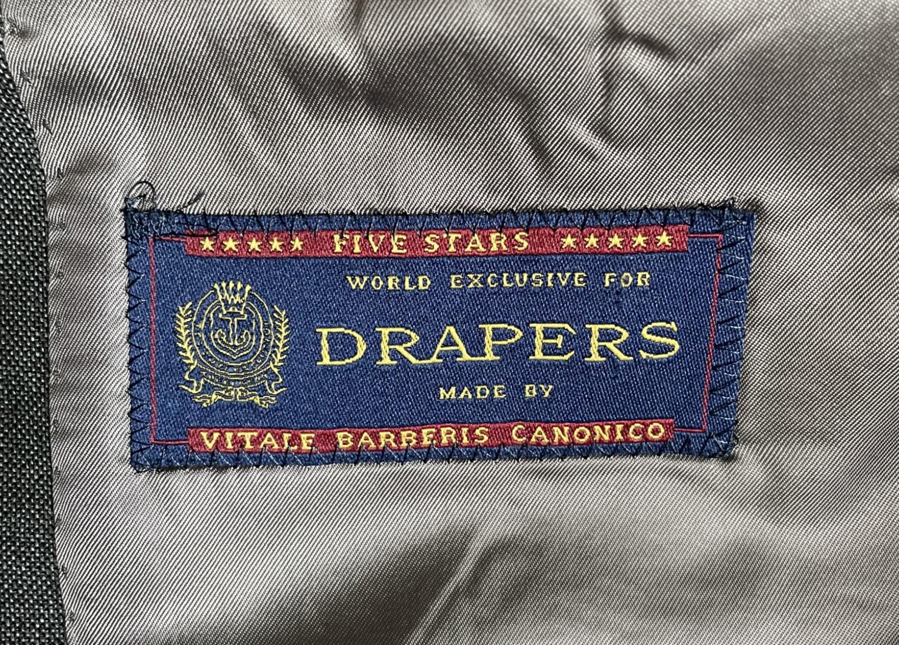 Eternelle anglophilie des dandies continentaux… La marque italienne s'est donné un nom anglais.