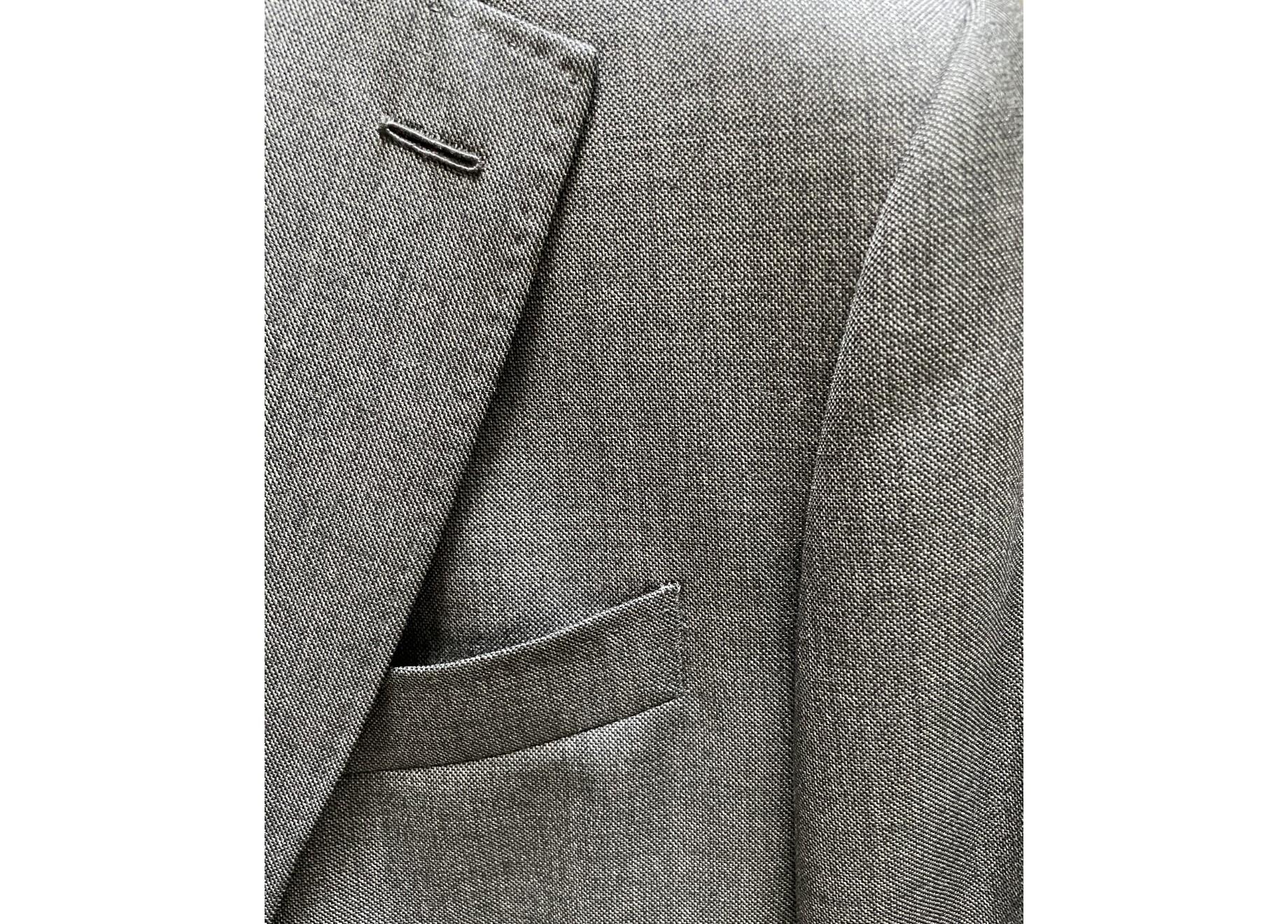 Un tissu fil-à-fil gris signé Drapers