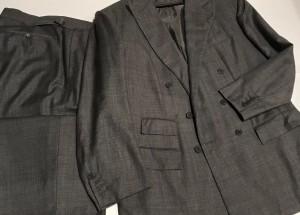 Pour le plaisir des yeux, un exemple très caractéristique du style Anderson & Sheppard, dans un tissu en fil-à-fil gris.